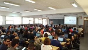 Una instantánea del lleno absoluto que experimentó el aula dónde Miguel Ángel Arroyo impartió su taller.