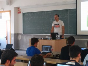 Miguel Ángel Arroyo en uno de los momentos del taller que impartió en Navaja Negra & ConectaCON